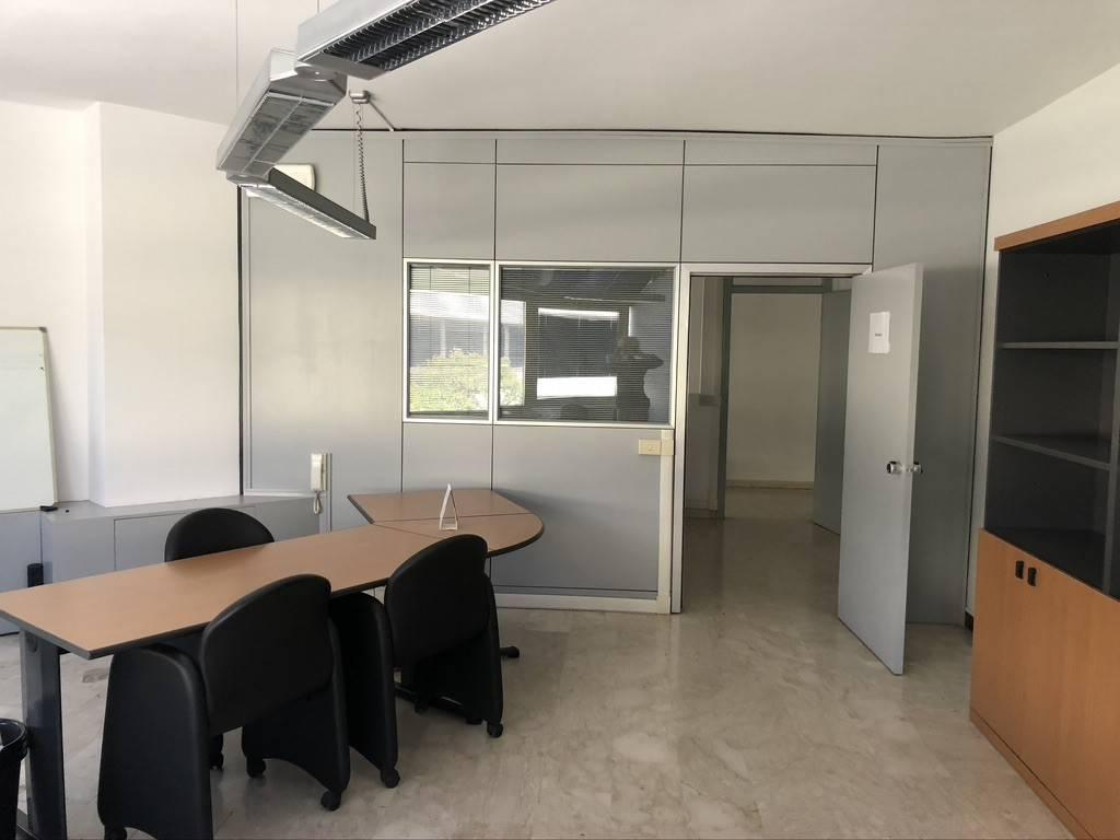 Ufficio in affitto al Direzione 70