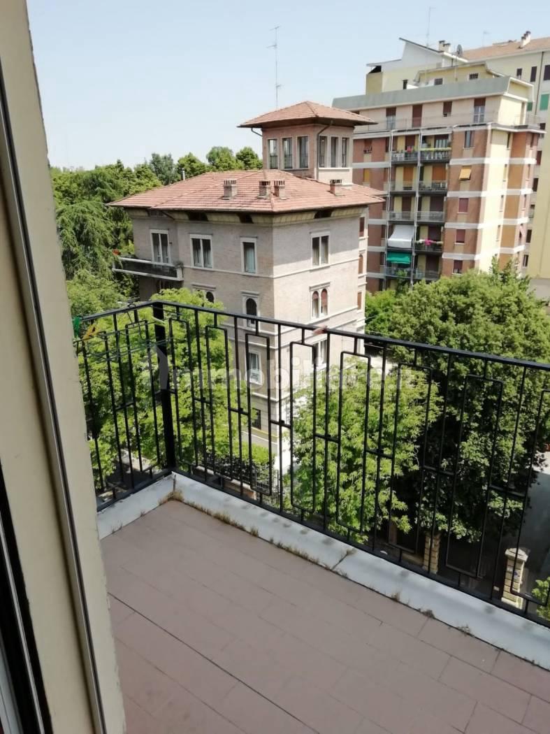 Quadrilocale buono stato, quinto piano, Modena